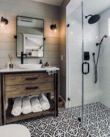 Gorgeous farmhouse master bathroom decorating ideas (41)