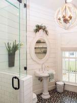 Gorgeous farmhouse master bathroom decorating ideas (6)