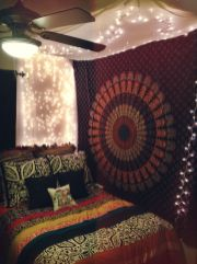 Inspired boho bedroom decorating ideas on a budget 26