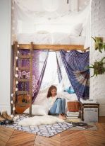 Inspired boho bedroom decorating ideas on a budget 31