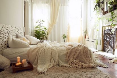 Inspired boho bedroom decorating ideas on a budget 40