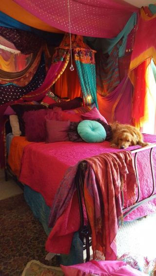 Inspired boho bedroom decorating ideas on a budget 46