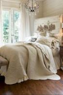 Rustic farmhouse bedroom decorating ideas (3)