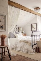 Rustic farmhouse bedroom decorating ideas (30)