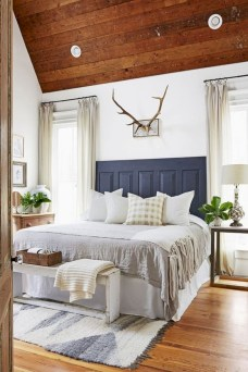 Rustic farmhouse bedroom decorating ideas (35)