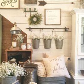 Simply and cozy farmhouse wall decor ideas (33)
