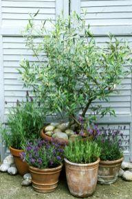 Amazing rustic garden decor ideas 34