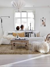 Brilliant bohemian farmhouse decorating ideas for your living room 03