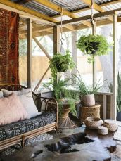 Brilliant bohemian farmhouse decorating ideas for your living room 16