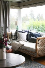 Brilliant bohemian farmhouse decorating ideas for your living room 18