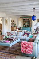 Brilliant bohemian farmhouse decorating ideas for your living room 26