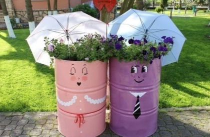 Brilliant garden junk repurposed ideas to create artistic landscaping 02