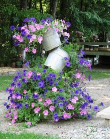 Brilliant garden junk repurposed ideas to create artistic landscaping 08