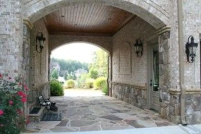 Classic and elegant european farmhouse decor ideas 04