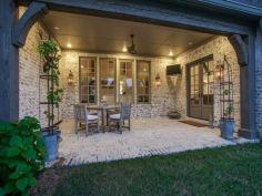 Classic and elegant european farmhouse decor ideas 33