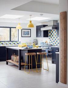 Comfy antique white kitchen cabinets ideas 31