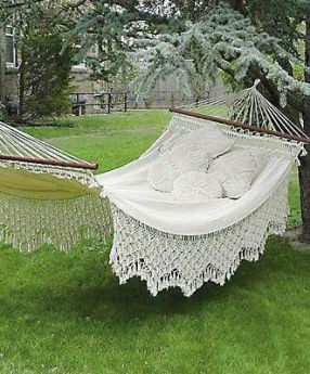 Comfy backyard hammock decor ideas 02