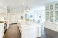 Elegant kitchen ideas with white cabinets 38