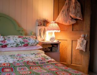 Impressive colorful bedroom ideas 46