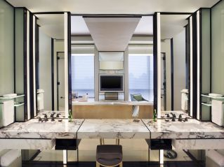 Lovely hotel bathroom design ideas that can be applied to your home 23