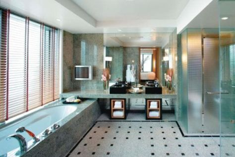 Lovely hotel bathroom design ideas that can be applied to your home 35