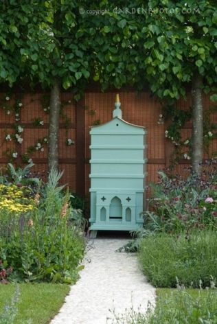 Stunning bee friendly garden designs for more productive gardens 05