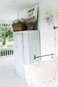 Amazing farmhouse porch decorating ideas 30