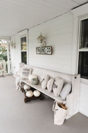 Amazing farmhouse porch decorating ideas 43