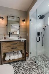 Cozy farmhouse bathroom makeover ideas 21
