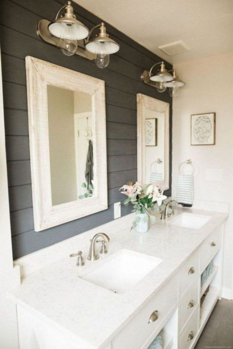 Cozy farmhouse bathroom makeover ideas 32