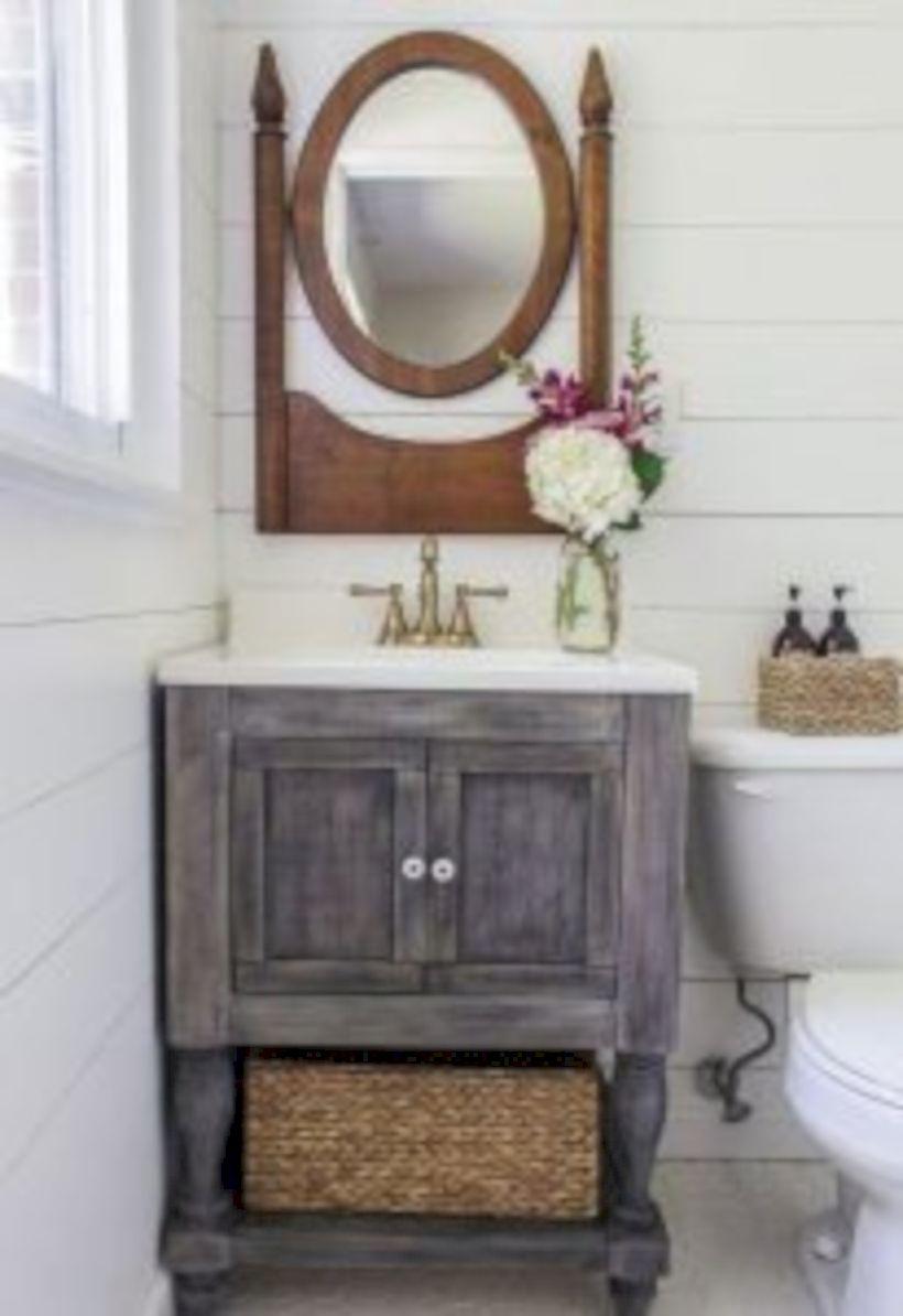 Cozy farmhouse bathroom makeover ideas 39