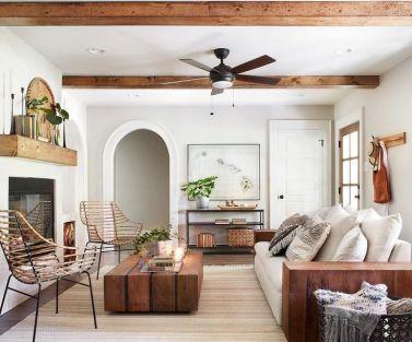 Lovely rustic coastal living room design ideas 14