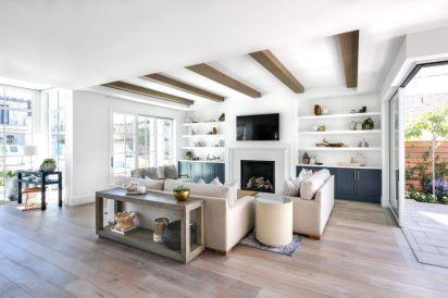 Lovely rustic coastal living room design ideas 16