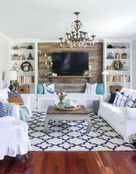 Lovely rustic coastal living room design ideas 17