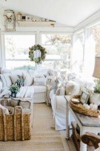 Lovely rustic coastal living room design ideas 27
