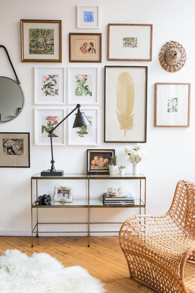 Stunning living room wall gallery design ideas 06