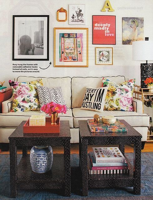 Stunning living room wall gallery design ideas 27