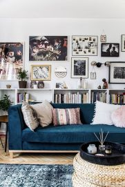 Stunning living room wall gallery design ideas 36