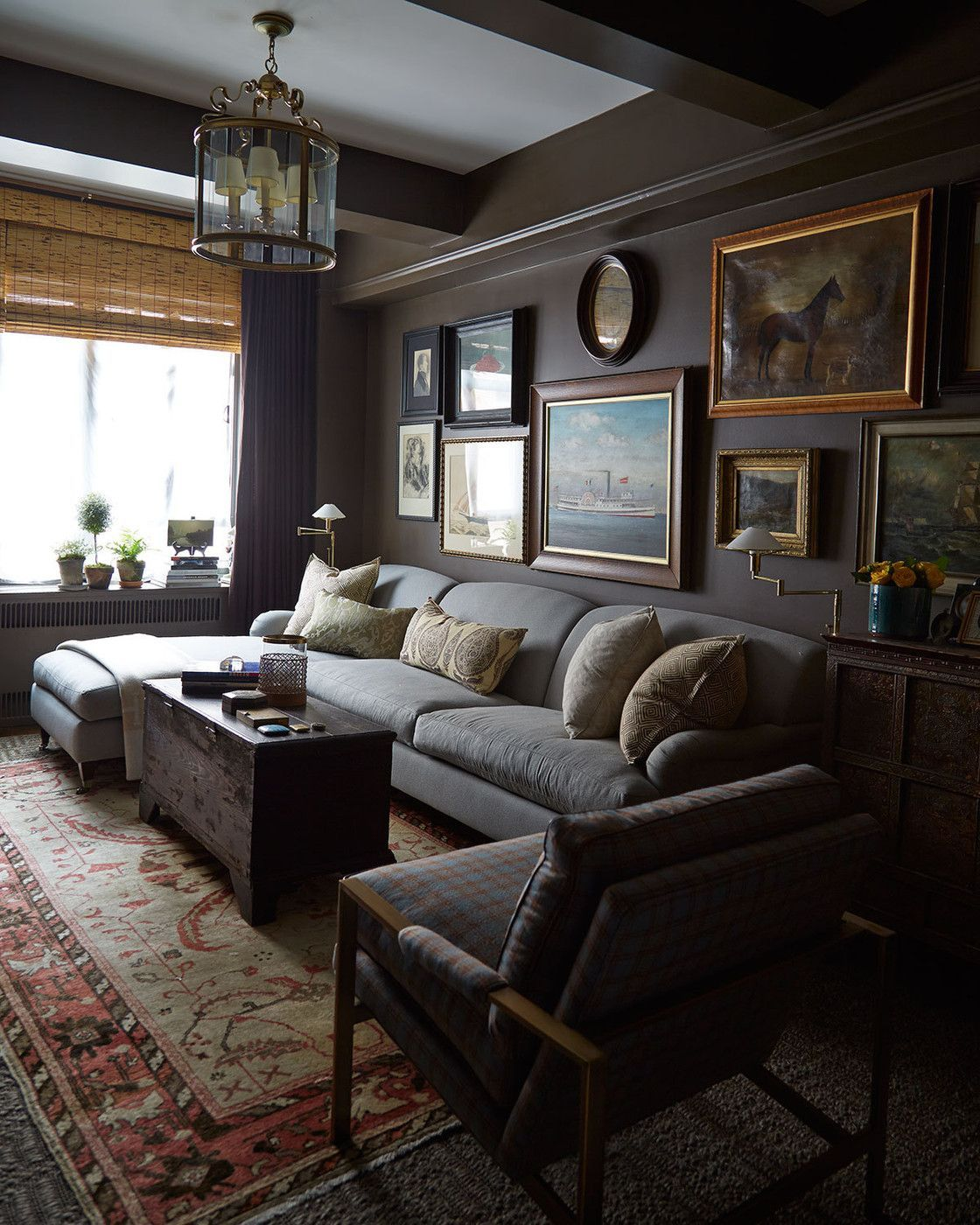 Stunning living room wall gallery design ideas 39