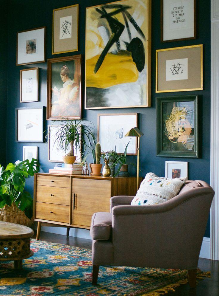 Stunning living room wall gallery design ideas 42
