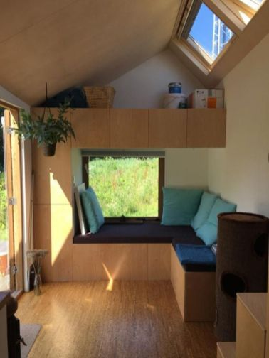 Unusual tiny living room design ideas for tiny house 37