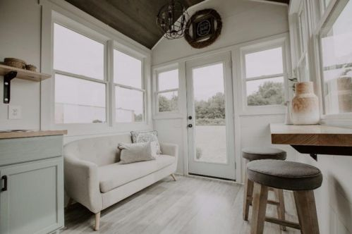 Unusual tiny living room design ideas for tiny house 47