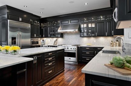 Amazing black kitchen design ideas 38