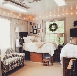 Beautiful dorm room organization ideas 34