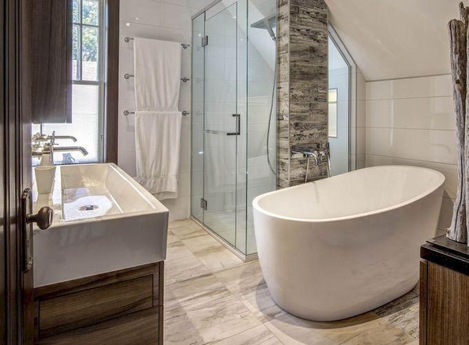 Fabulous small farmhouse bathroom design ideas 25