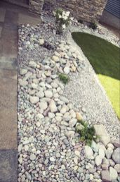 Great front yard rock garden ideas 04