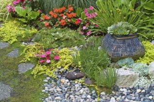 Great front yard rock garden ideas 16