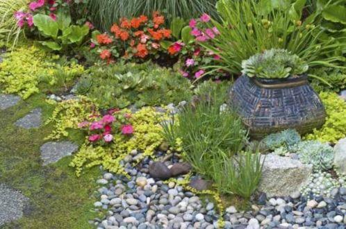 Great front yard rock garden ideas 16