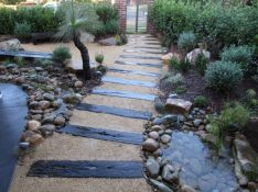Great front yard rock garden ideas 25