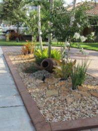 Great front yard rock garden ideas 51